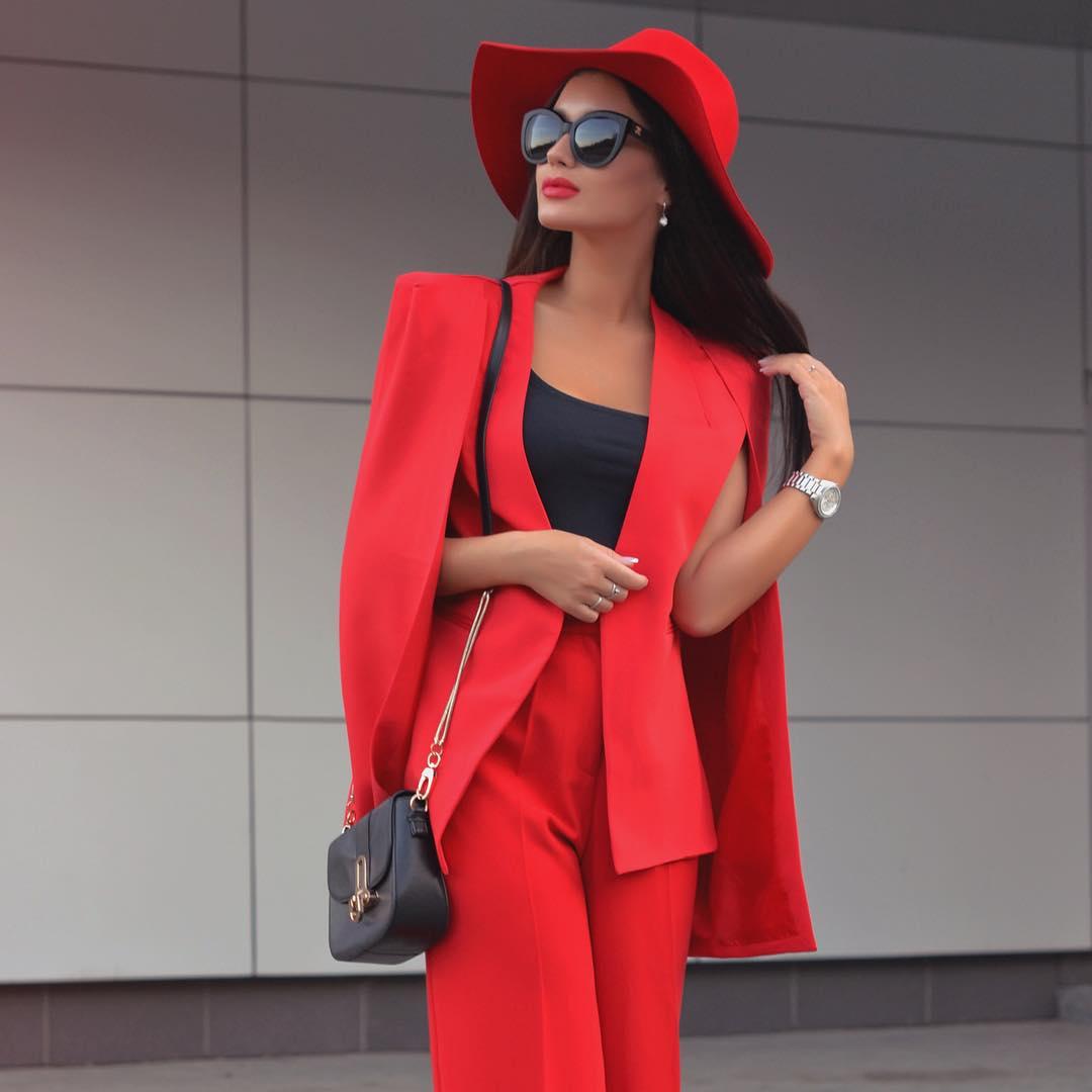 красный в одежде