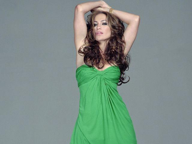 женщина в зеленом